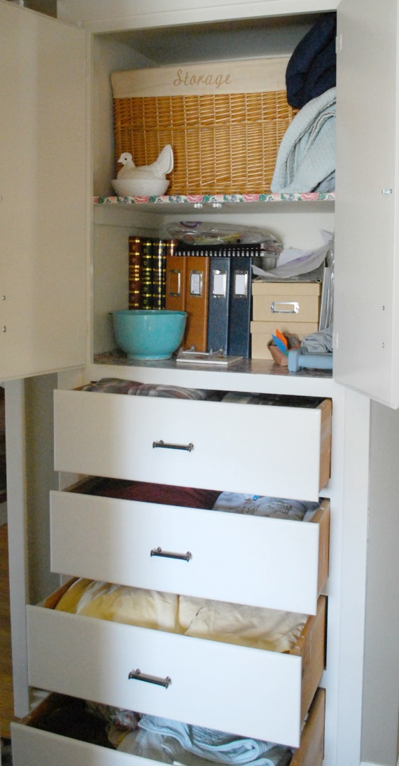 How to organize a linen cabinet.